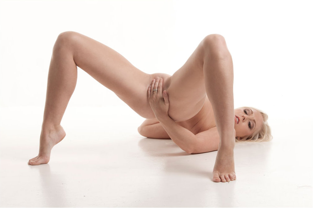melhoney-mc-nudes